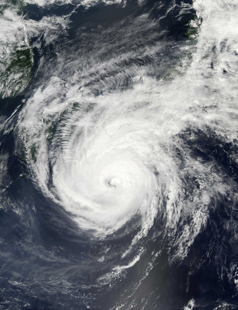 Super-Typhoon-Phanfone-19W-south-of-Japan